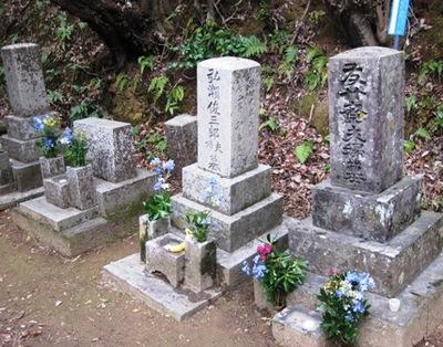 絵金墓参り2.JPG